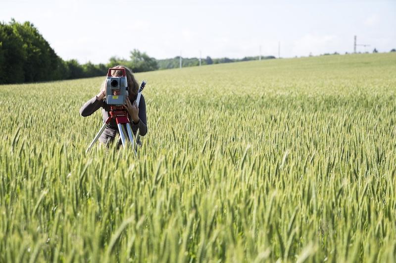 etudiant-agronomie-sur-le-terrain