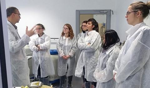 doctorants-visitant-laboratoire