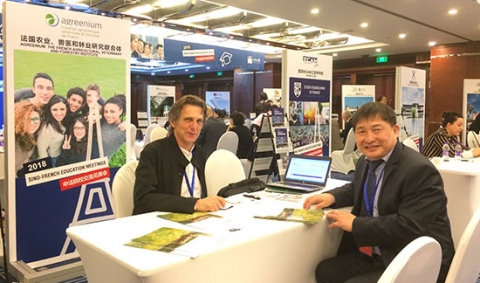 Etienne Saur, responsable des relations internationales d'Agreenium accueillant Dr Hongzhi SUN, directeur des relations Internationales de la Northeast Forestry University