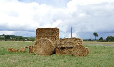 tracteur_en_bottes_de_ paille